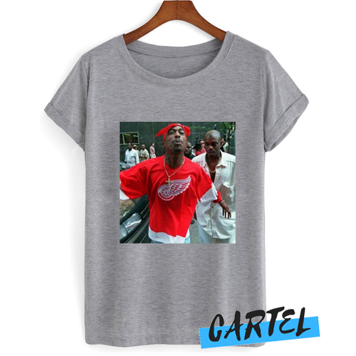 2pac spitting at camera awesome T shirt
